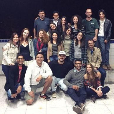 Equipe comemorando a defesa de mestrado de Franciele Cruz (julho de 2017)