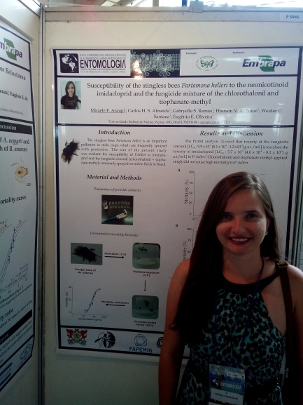 """Micaele presenting his work """"Susceptibility of the stingless bees Partamona helleri to the neonicotinoid imidacloprid and the fungicide mixture of chlorothalonil and tiophanate-methyl"""" in Brasilian Congress of Entomology, 2016. Maceió, AL."""