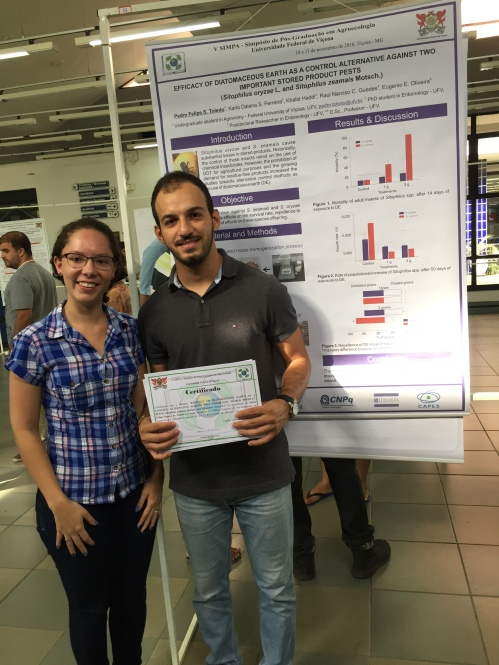"""Pedro and his lab tutor at the Agroecology Simposuim, 2016, whit his work """"Efficacy of diatomaceous earth as a control alternative against two important stored product pests, Sitophilus zeamais (Motsch.) and Sitophilus oryzae (L.)"""""""